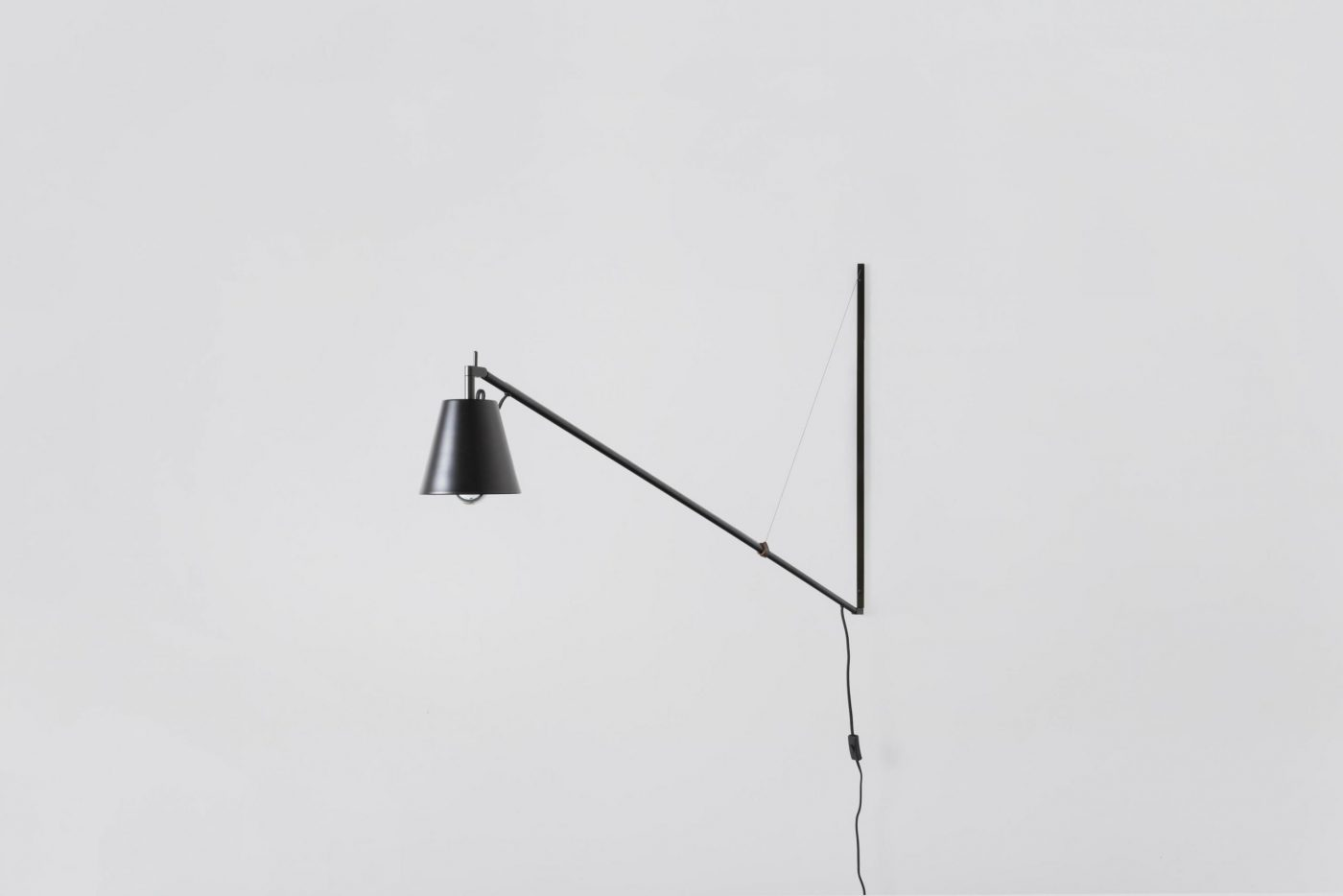 01 MYKILOS LEUCHTE LAMPE WAND STAHL STEEL BLACK SCHWARZ DESIGNER LAMP WALL WORK DESK KITCHEN KÜCHE scaled