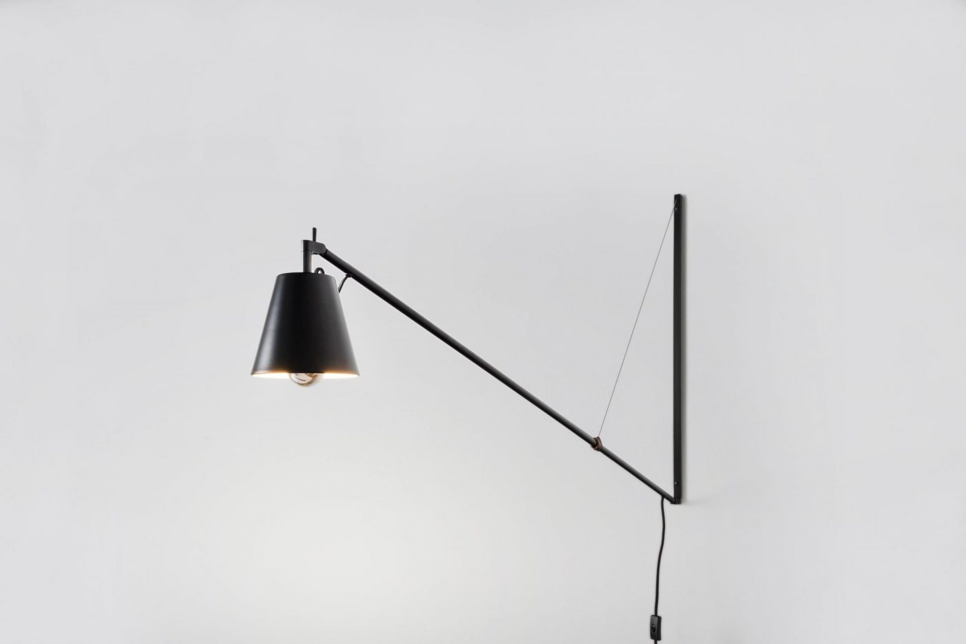 03 MYKILOS LEUCHTE LAMPE WAND STAHL STEEL BLACK SCHWARZ DESIGNER LAMP WALL WORK DESK KITCHEN KÜCHE scaled