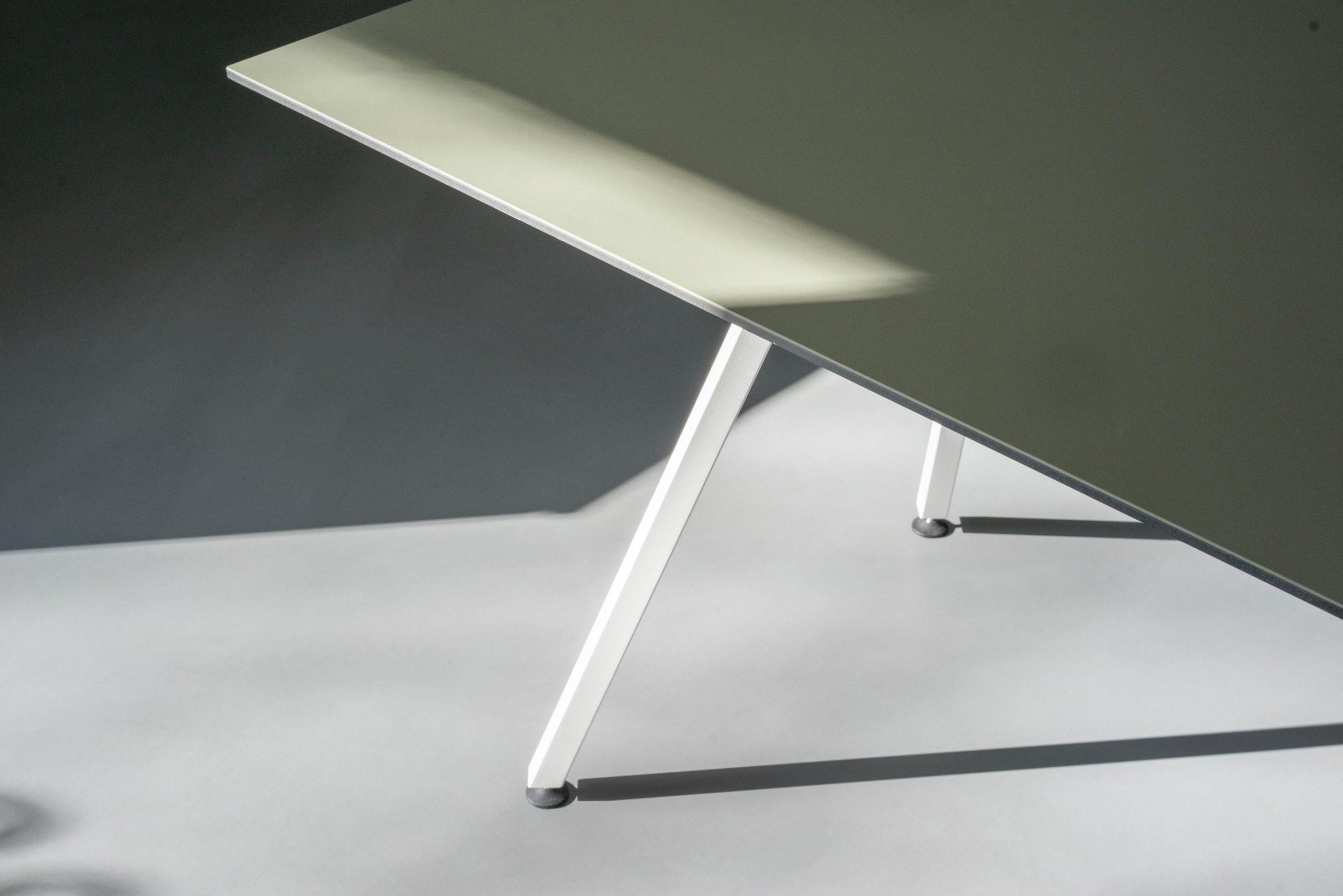 Egon Table / White Base