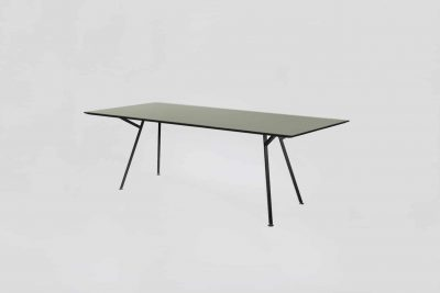 Egon Table / Schwarzes Gestell