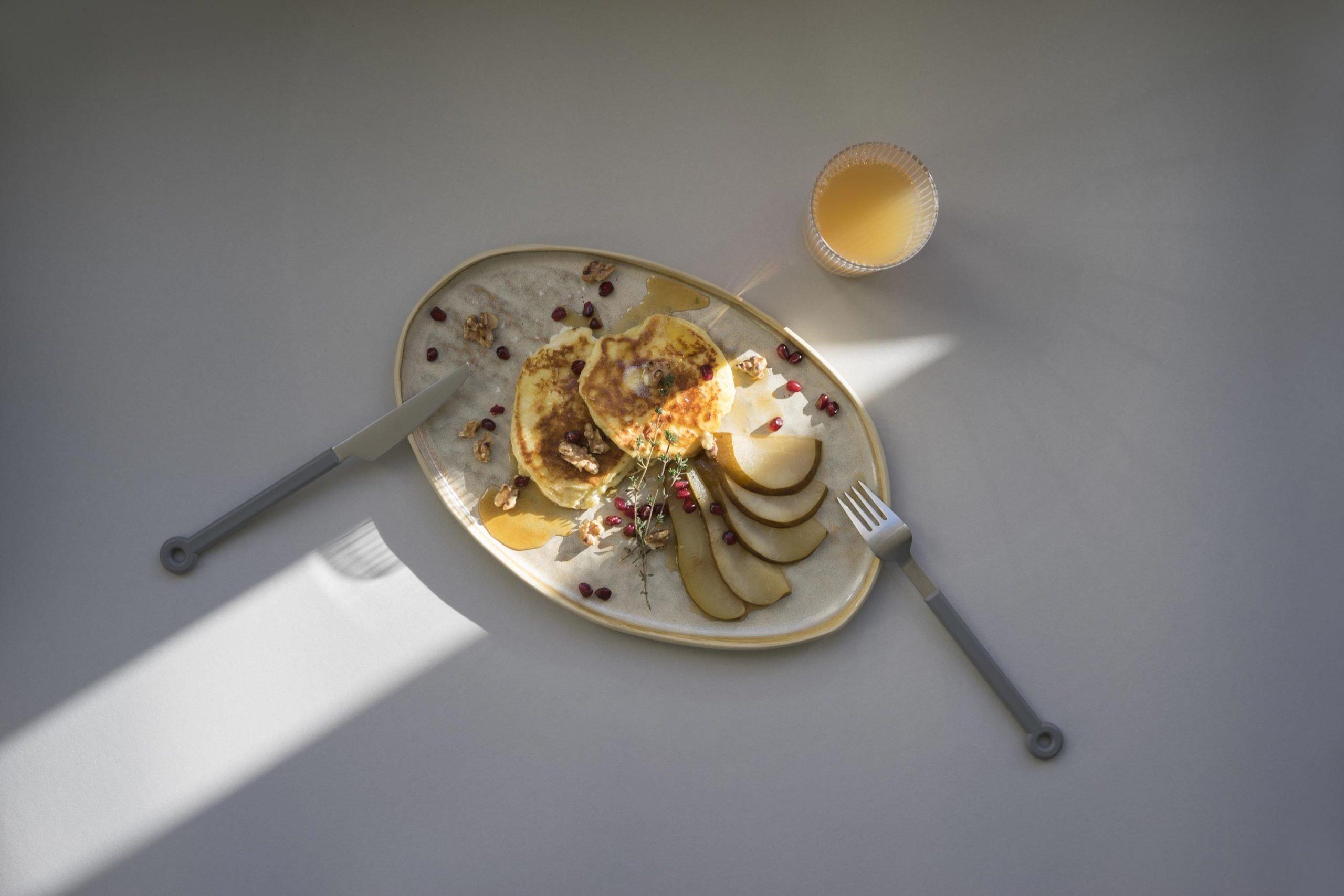 Luftiger Ricotta-Pfannkuchen mit frischem Saft
