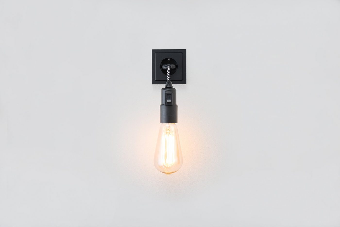MYKILOS LINUS SWITCH LAMP BLACK WHITE BW 02